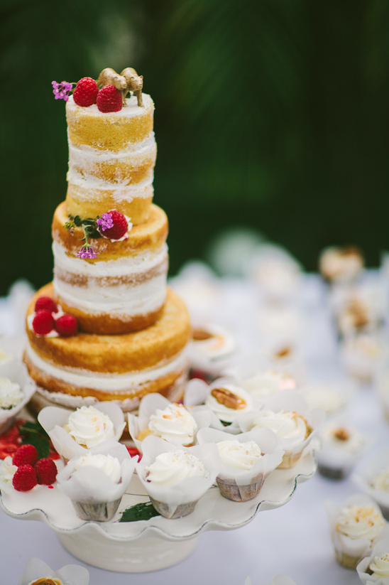 bear topped naked cake @weddingchicks
