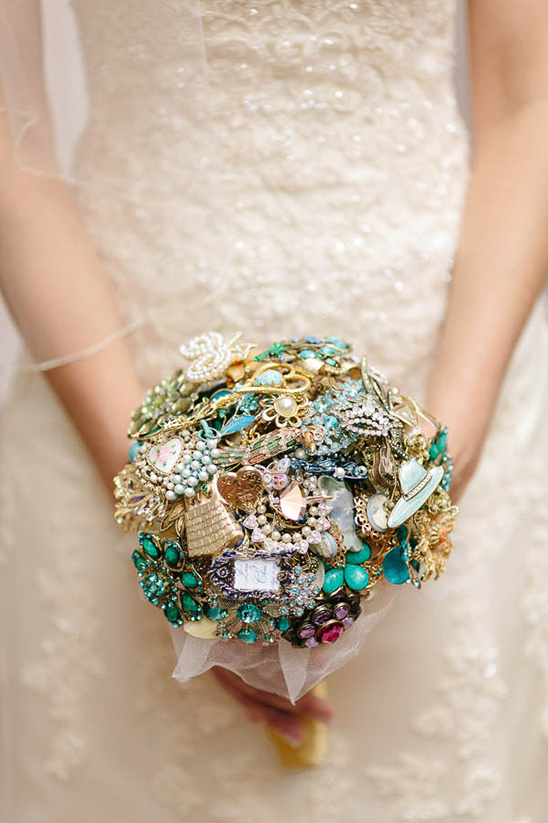 brooch bouquet @weddingchicks