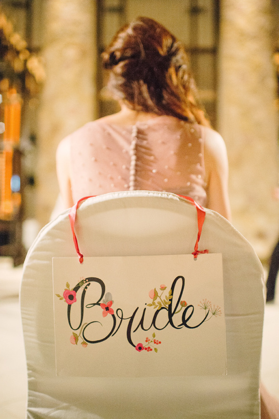 cute bride seat sign that you can print from our site @weddingchicks