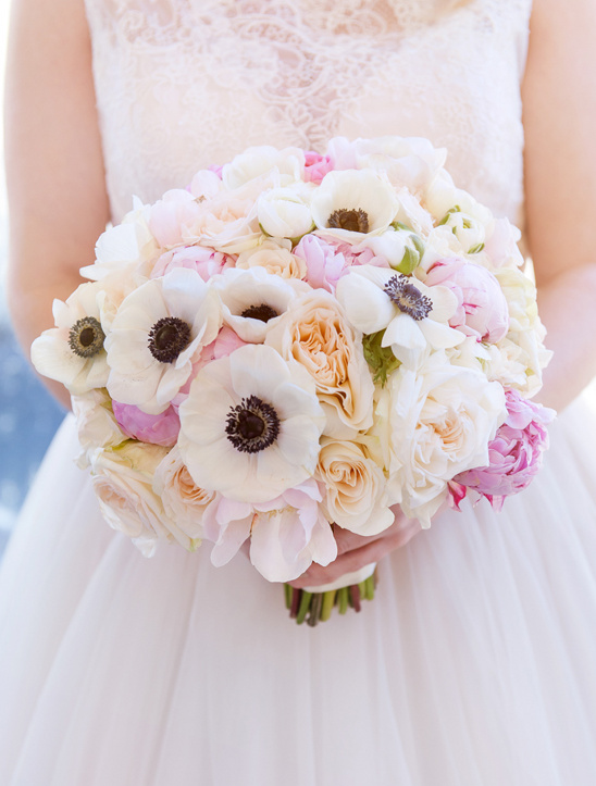 anemone bouquet @weddingchicks
