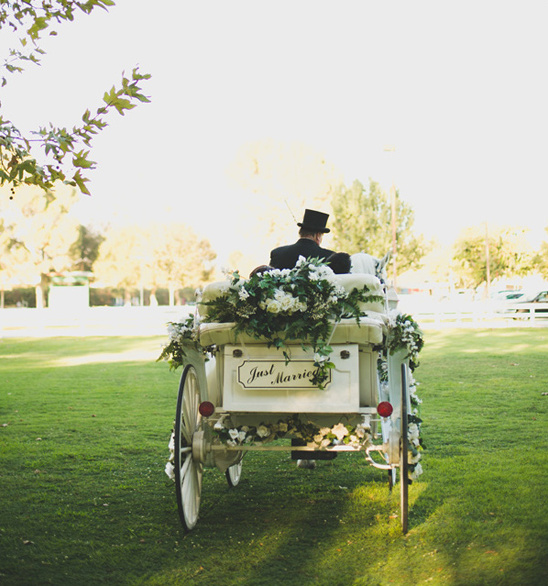 just married wedding carriage @weddingchicks