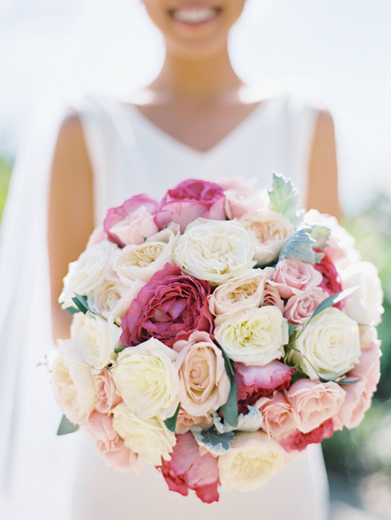 pink and white rose bouquet @weddingchicks