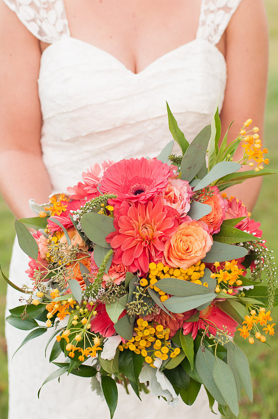 peach and yellow wedding bouquet @weddingchicks