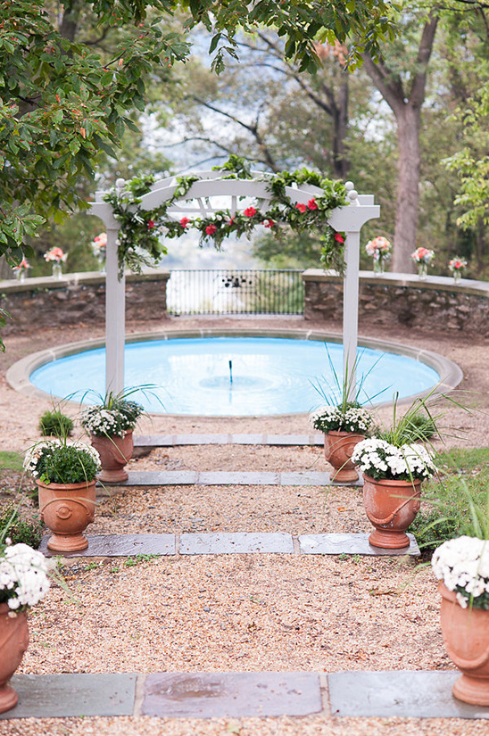 beautiful fountain ceremony venue @weddingchicks