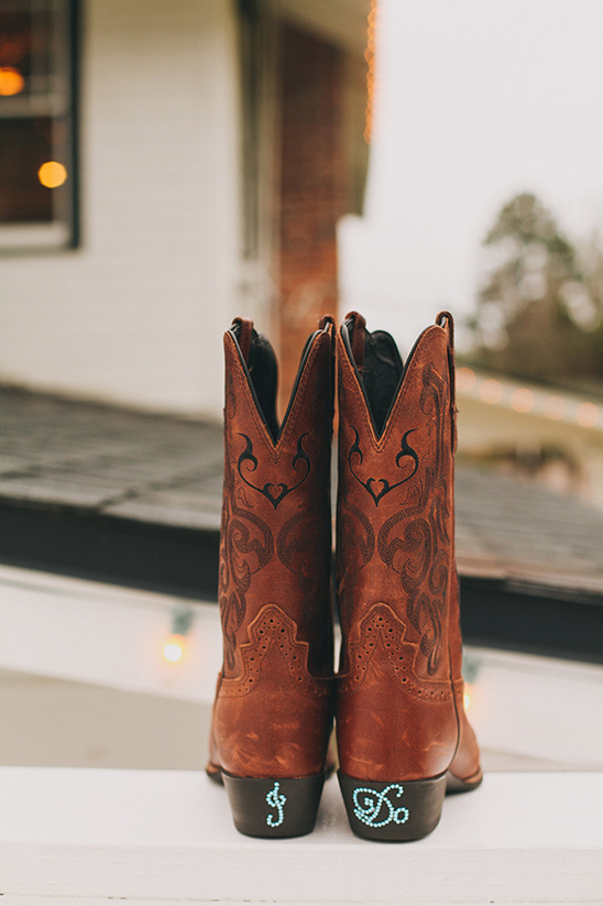 cowboy boots @weddingchicks