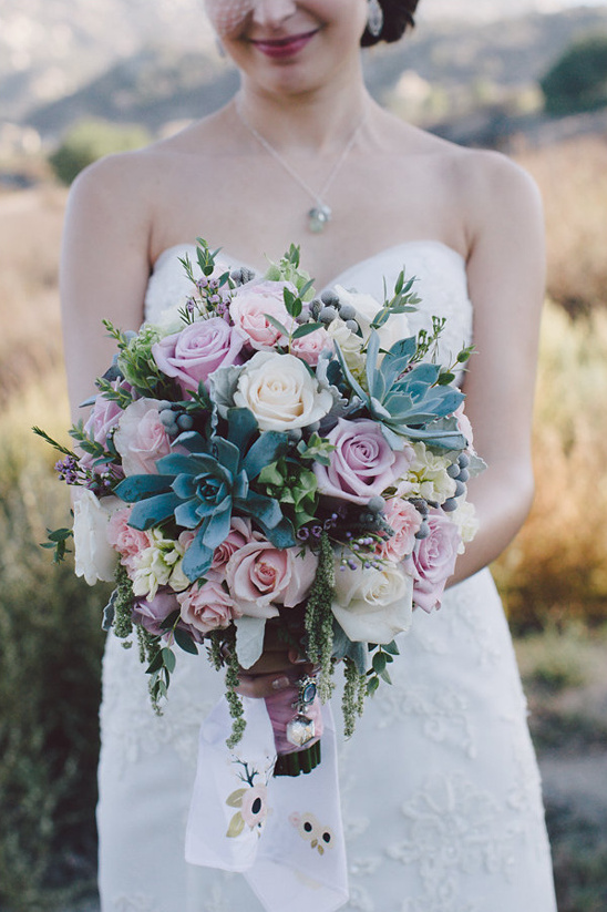 roses and succulent bouquet @weddingchicks