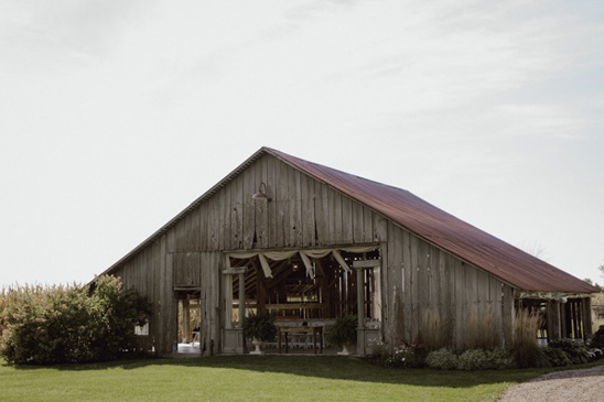 The Farmhouse wedding venue @weddingchicks