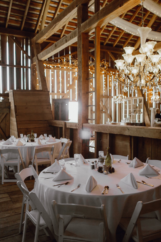 chic barn wedding reception @weddingchicks