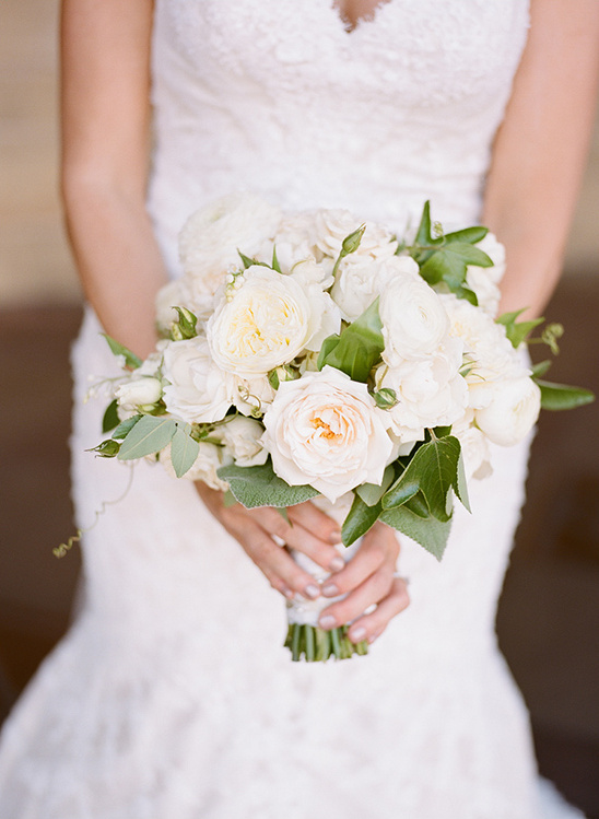 soft white wedding bouquet @weddingchicks
