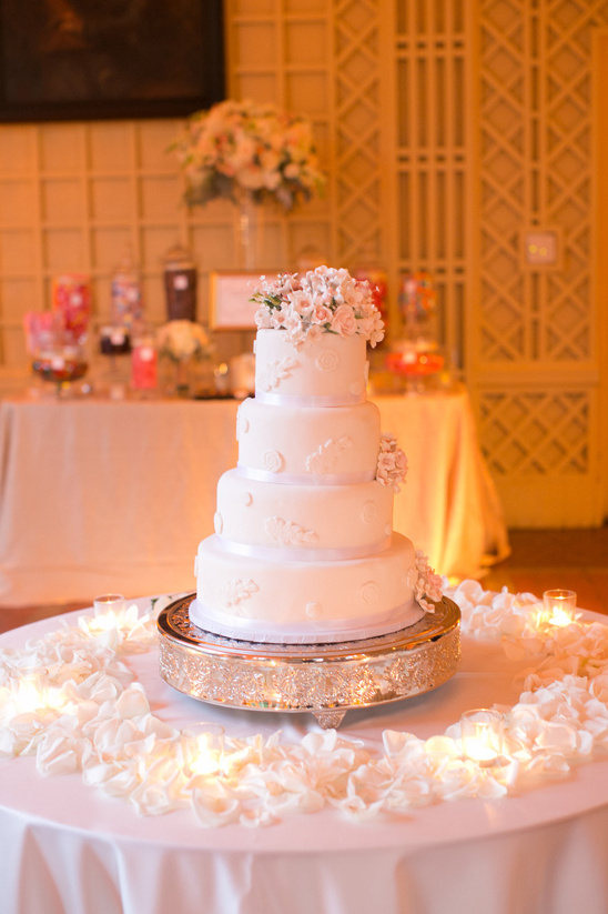 elegant wedding cake by Amour Patisserie @weddingchicks