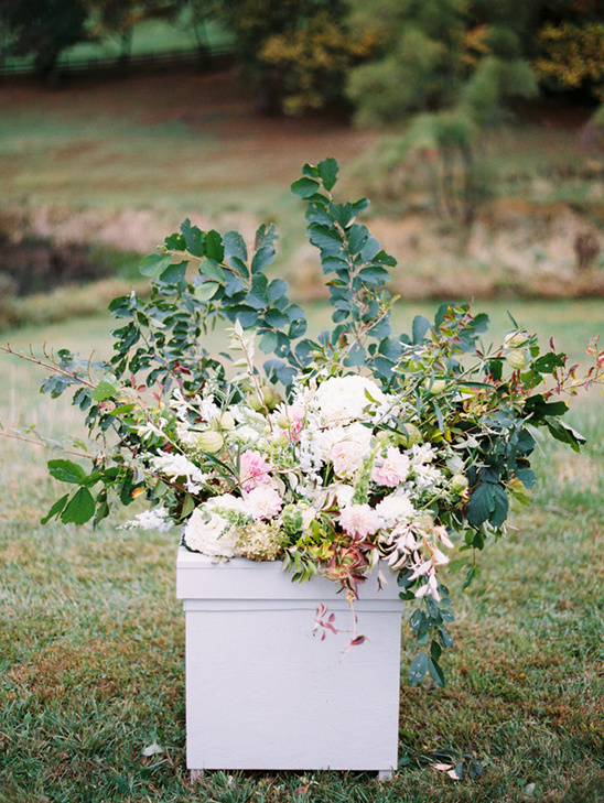 boxed florals for ceremony @weddingchicks