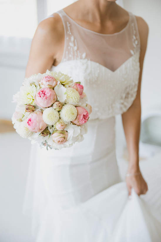 pink and white bridal bouquet @weddingchicks