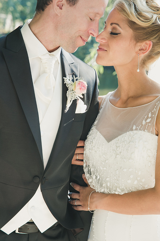 bride and groom looks @weddingchicks