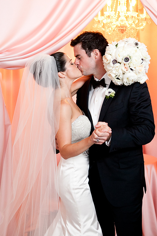 the wedding ceremony kiss @weddingchicks