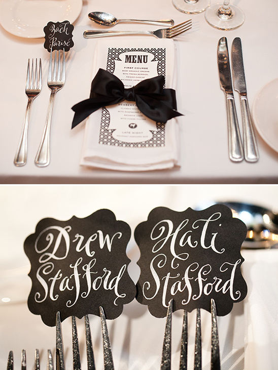 black and white place settings @weddingchicks