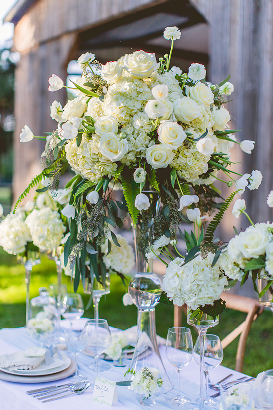 white wedding centerpiece @weddingchicks