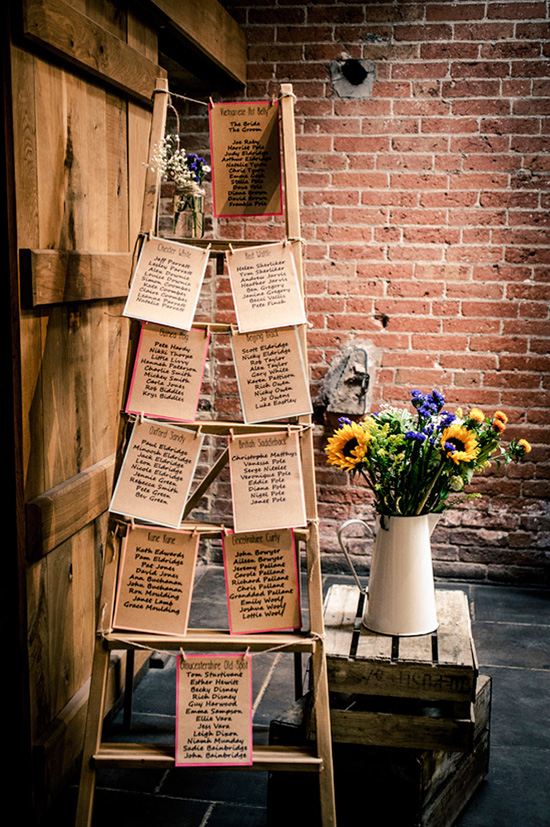 Use a ladder for your seating chart @weddingchicks