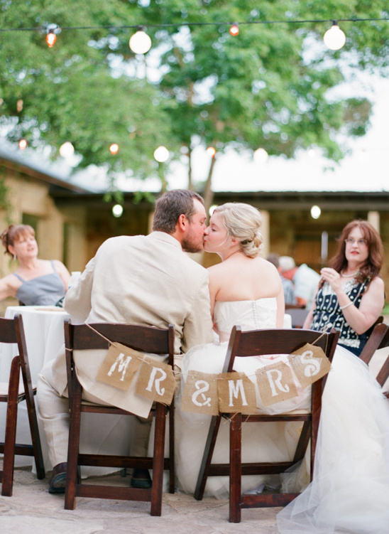 mr and mrs seat sign @weddingchicks