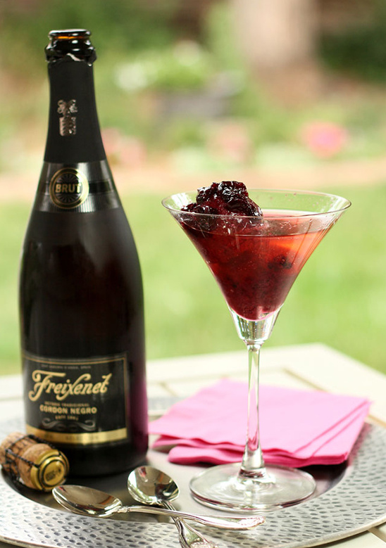 Freixenet cocktail recipes perfect for any wedding event. #alllovesparkles
