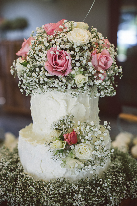babys breath wedding cake lovely laid back wedding 11002