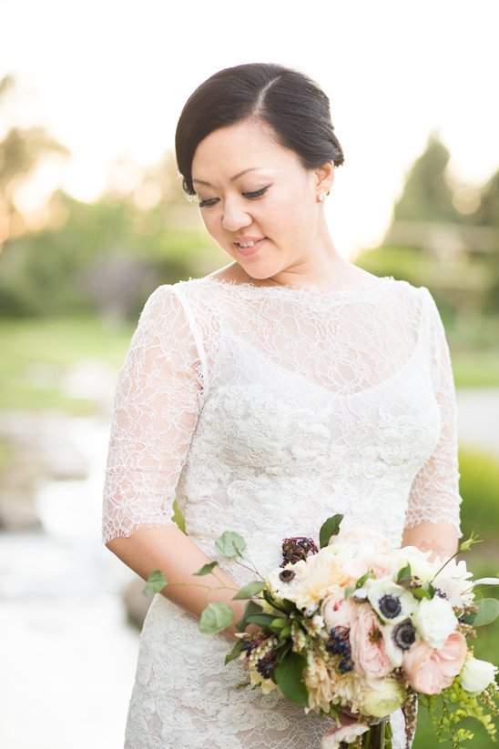 elegant lacy wedding gown @weddingchicks