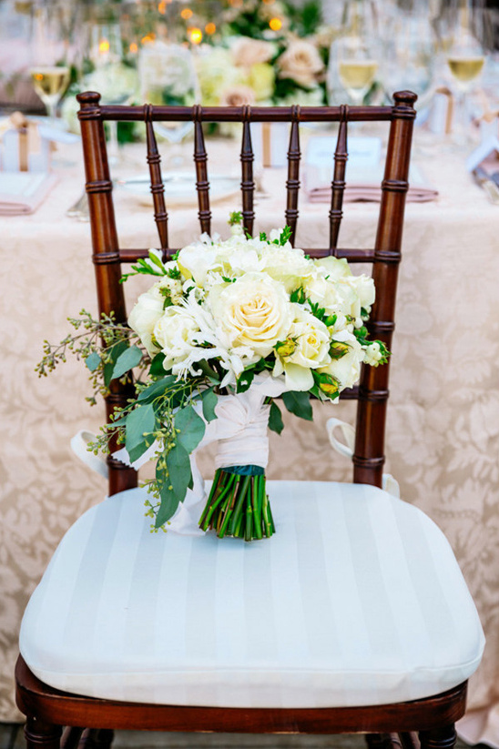 white rose wedding bouquet @weddingchicks