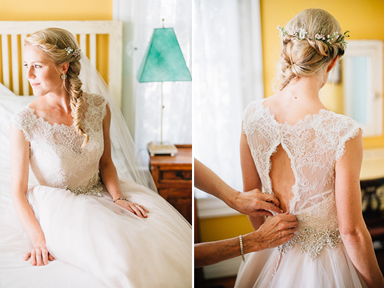 key hole back wedding dress @weddingchicks