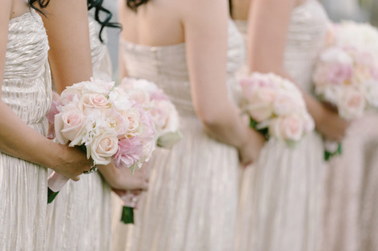peach and pink bridesmaids bouquets @weddingchicks