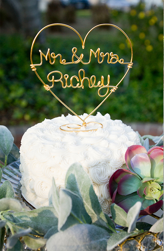 personalized cake topper @weddingchicks