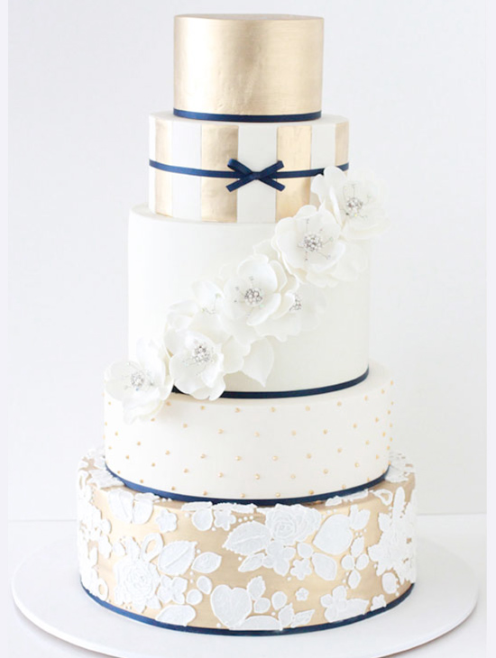 gold and navy wedding cake @weddingchicks