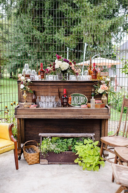cute and classy cigar table for the groom and his men @weddingchicks