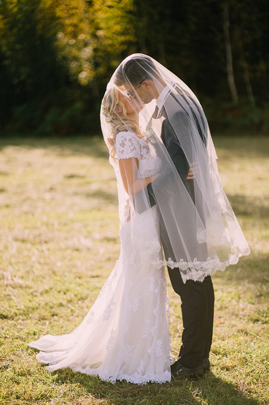 veil wedding shot @weddingchicks