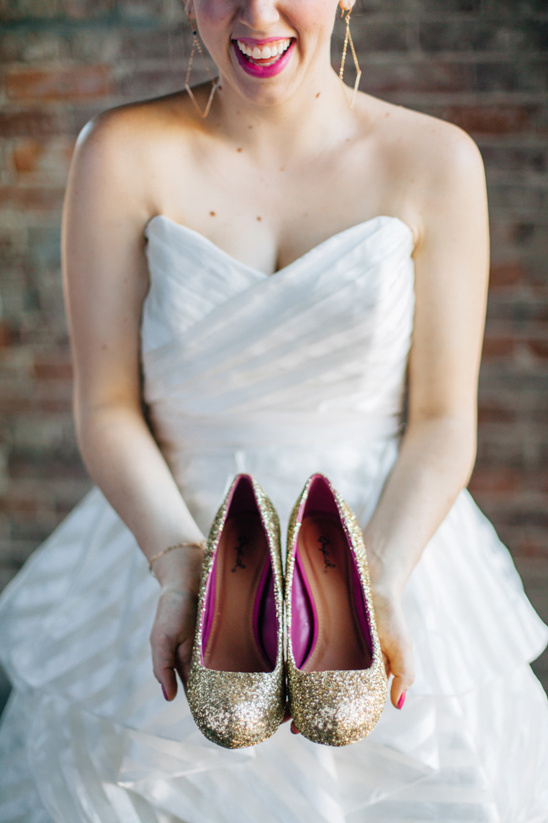 gold glitter wedding shoes @weddingchicks