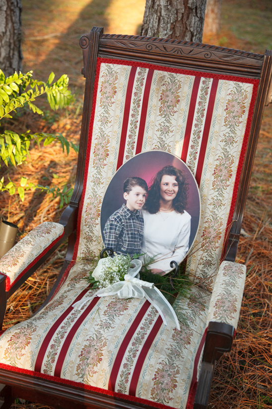 rememberance chair for the grooms mother @weddingchicks