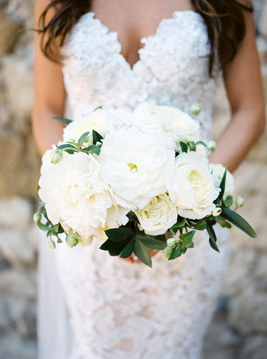 wedding floral by The Vines Leaf @weddingchicks
