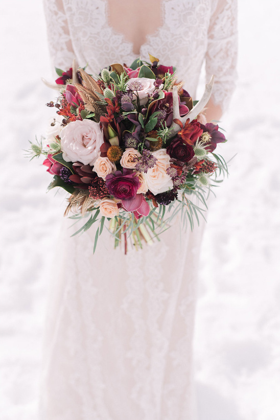 romantic pink and deep red bouquet @weddingchicks