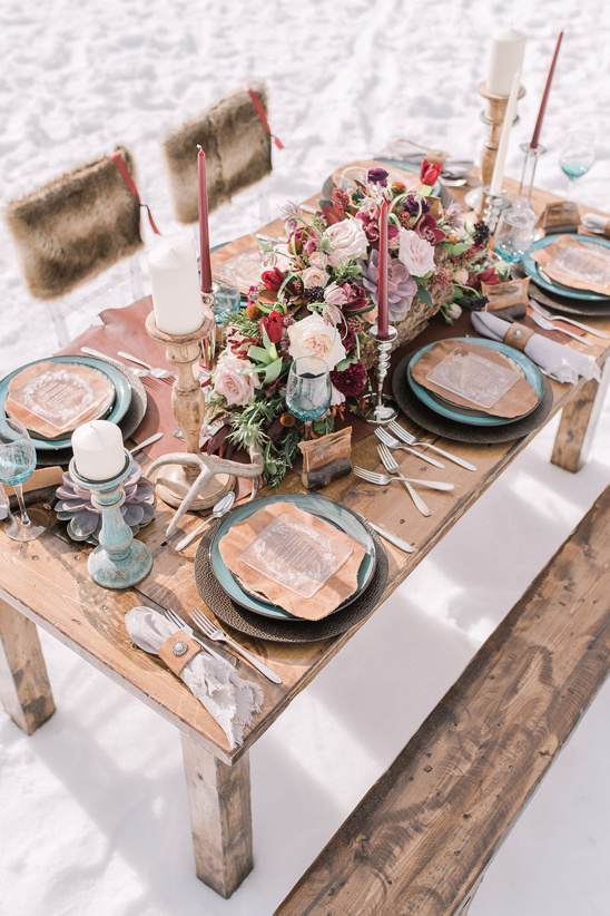 cozy rustic table decor @weddingchicks