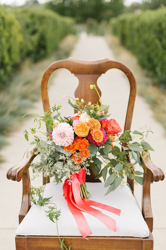 bright orange and pink bouquet @weddingchicks