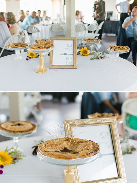 gold wire pie topper @weddingchicks