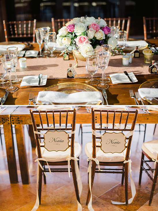novia and novio chair signs @weddingchicks