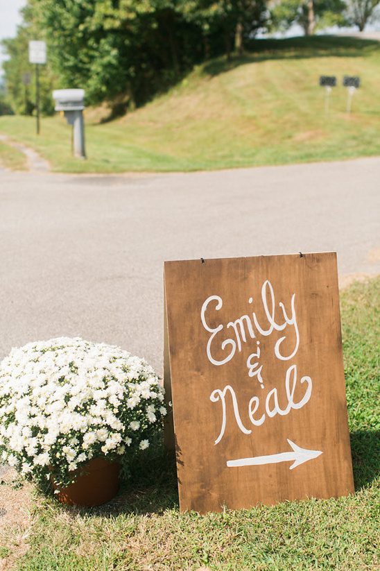 simple wooden wedding sign @weddingchicks