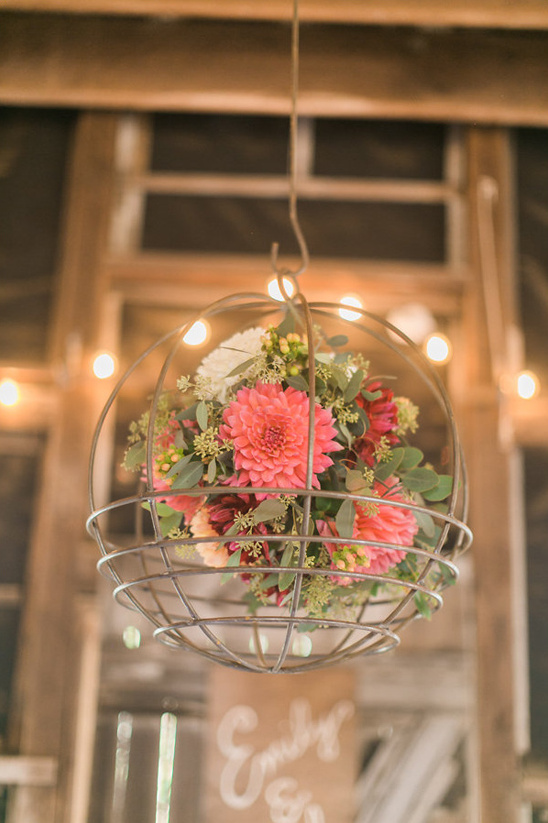 floral chandeliere @weddingchicks
