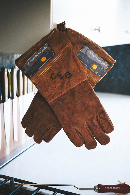 groomsman gift idea: custom bbq gloves for the cook @weddingchicks