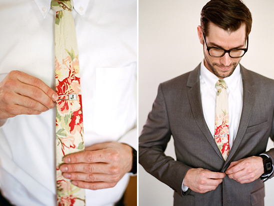 groom floral tie by QP Collections @weddingchicks