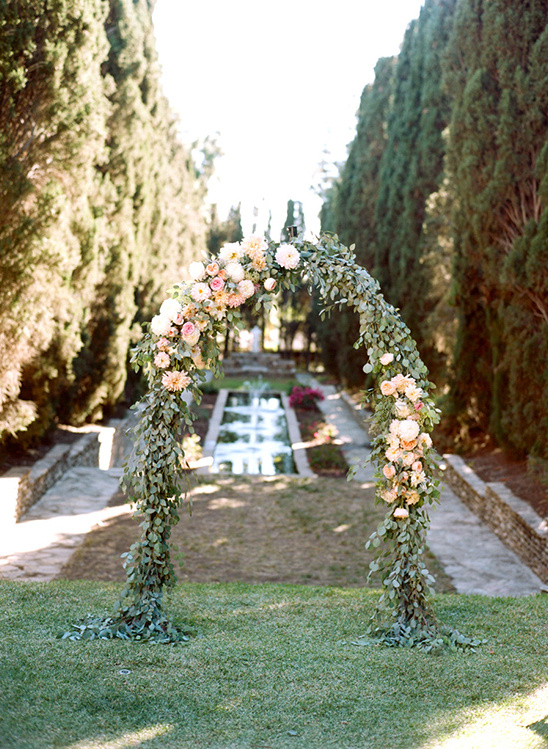 floral wedding arch @weddingchicks
