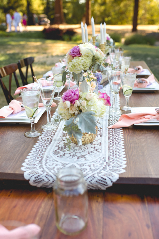 antique style wedding table @weddingchicks