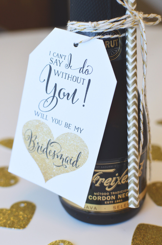Friexenet bridesmaid gift @weddingchicks #alllovesparkles #freixenetusa #blackbottlebubbly