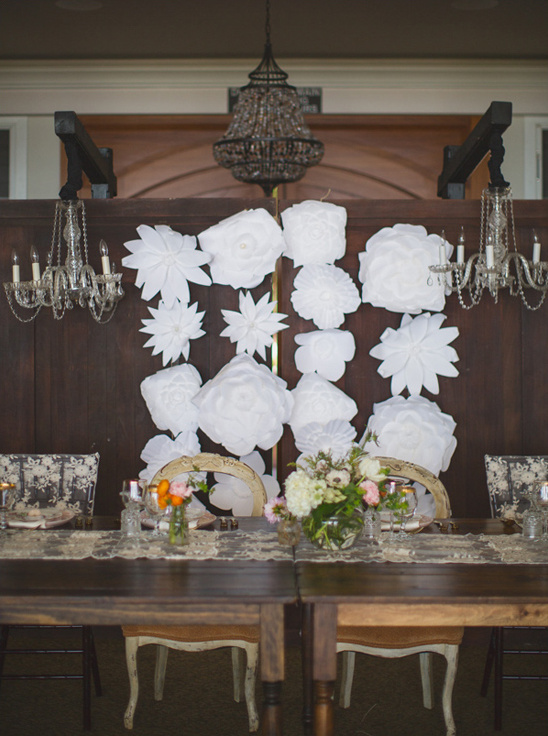 paper flower backdrop sweetheart seats @weddingchicks