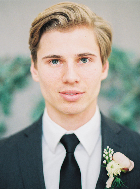 handsome groom look @weddingchicks