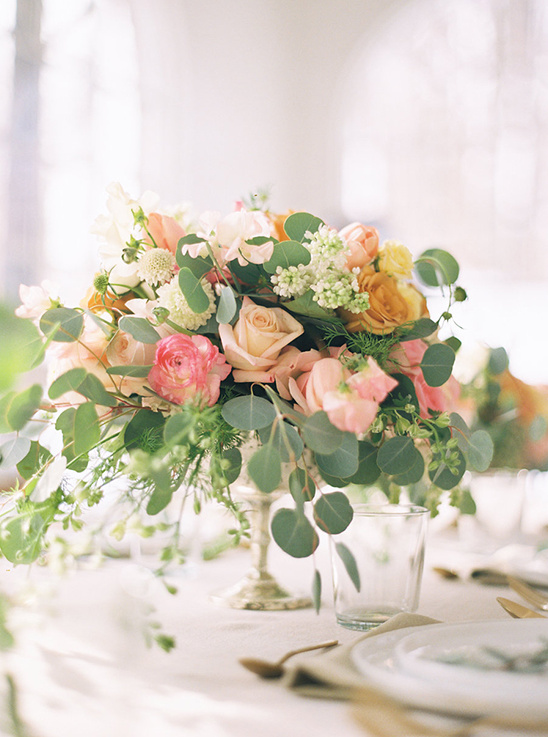 pink and peach floral centerpiece @weddingchicks